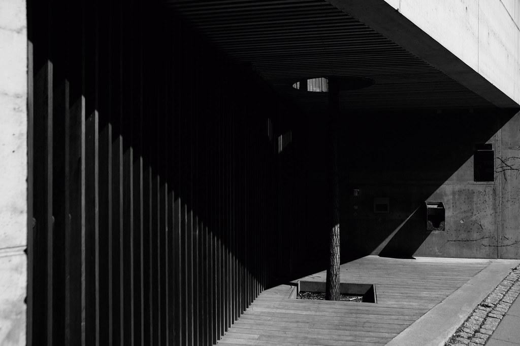 Shadows, light and sharp lines