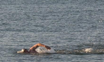 Consigli per sopravvivere alla prima nuotata in acque libere