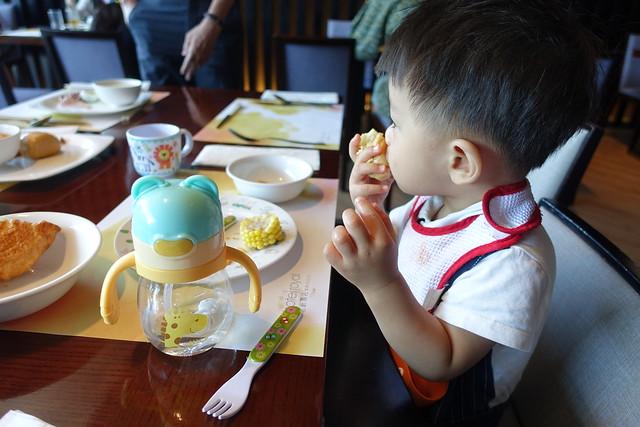 【育兒好物】BabyTalk Tritan熊熊兩用水杯/可愛動物不銹鋼兩用水杯。練習喝水輕鬆上手的寶寶學習水杯~吸管水杯 ...