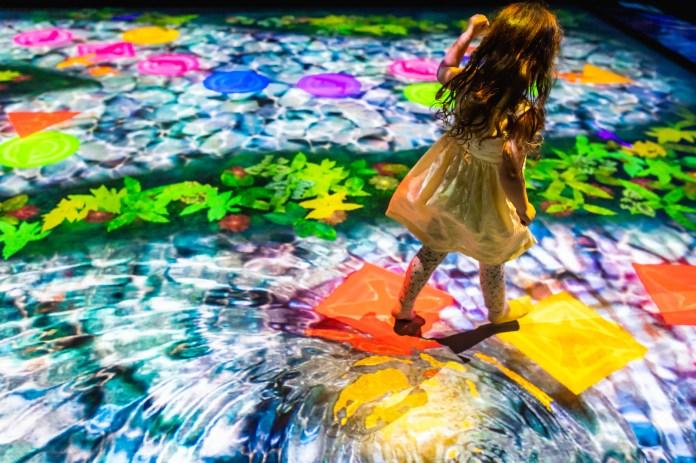 澳門 teamLab-04_Hopscotch for Geniuses- Bounce on the Water