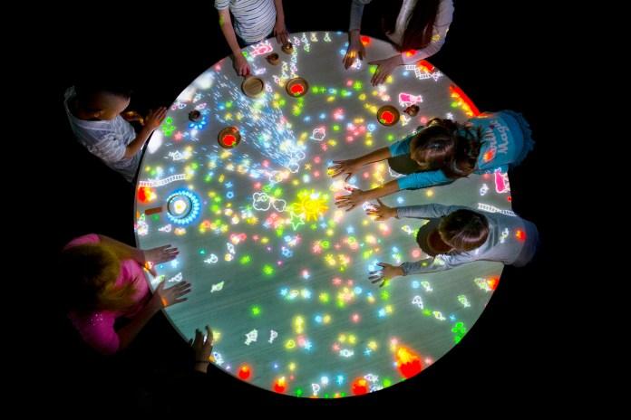 澳門 teamLab-A Table where Little People Live_global_high