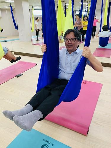 元智大學吳志揚校長體驗空中瑜珈課程