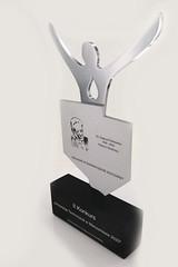 statuetka z aluminium anodowanego, sylwetka człowieka chromowana