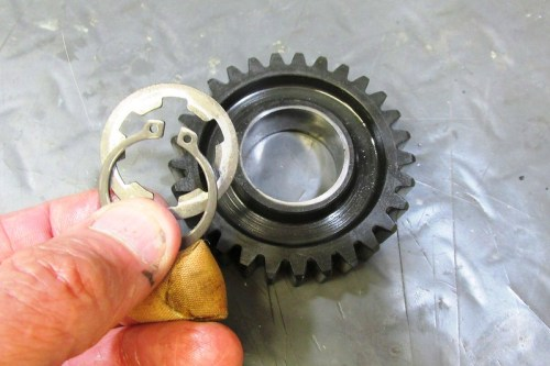 Output Shaft 2nd Gear Lock Ring and Washer Go On Both Faces Of 2nd Gear