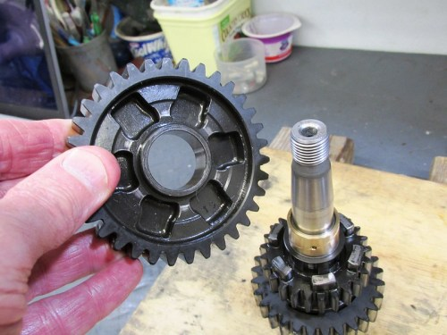 Output Shaft 1st Gear Dog Slot Face Goes Next To 4th Gear Dog Teeth