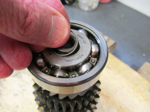 Output Shaft 5th Gear Bearing Snap Ring Goes On First