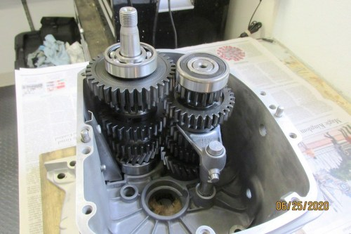 Output Shaft Mated With Intermediate Shaft Inside Transmission Case