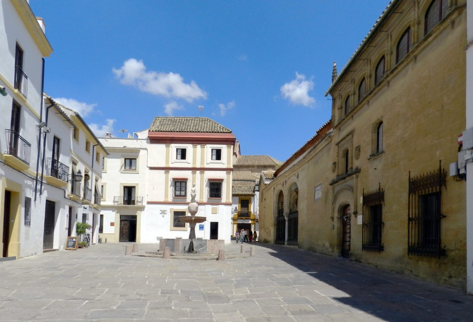 Fuente y edificio Hospital de la Santa Caridad de Nuestro Señor Jesucristo Plaza del Potro Córdoba
