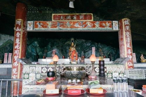 Temple at the end of Yinhe Cave waterfall trail (銀河洞), Xindian, Taipei, Taiwan