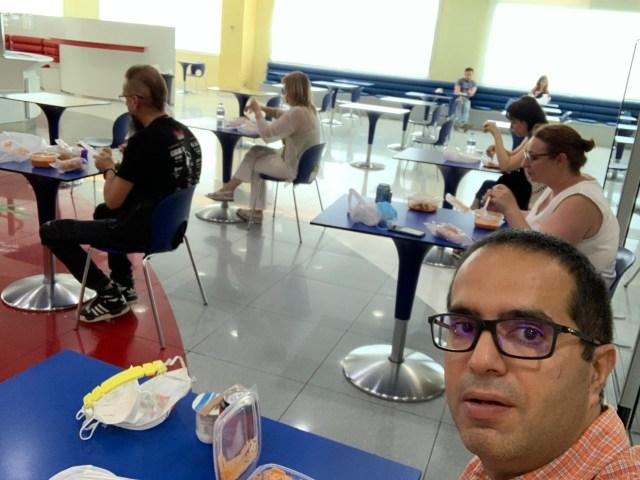Comiendo con distancia social