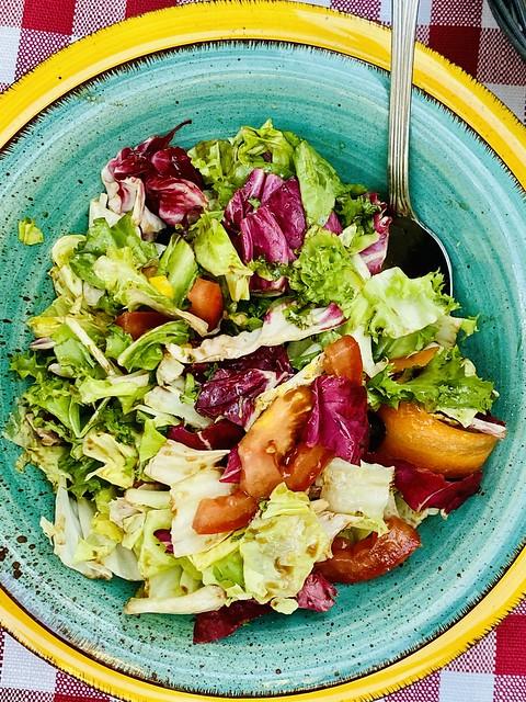 Italienische Salat- und Tellerkunst