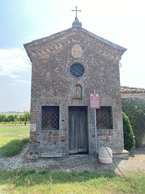 Typische Kapelle am Wegesrand