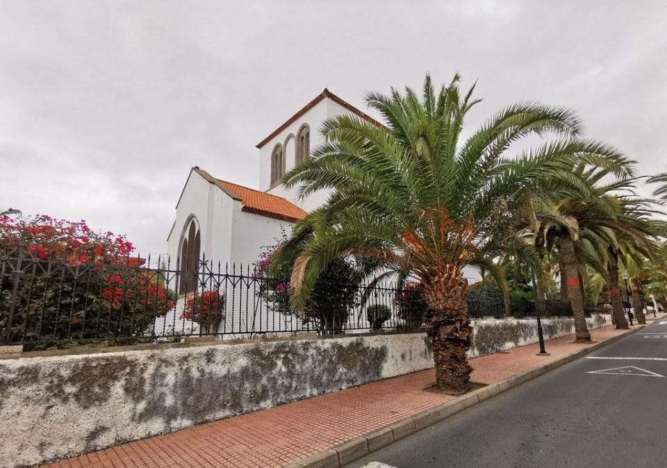 exterior Iglesia de la Santa Trinidad Holy Trinity Church capilla Anglicana calle Rafael Ramírez barrio Ciudad Jardín Las Palmas de Gran Canaria 06