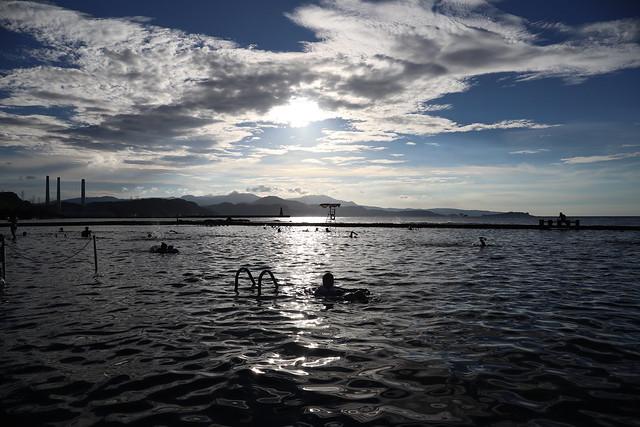基隆和平島公園:天然泳池、奇岩怪石、琉球漁民慰靈碑