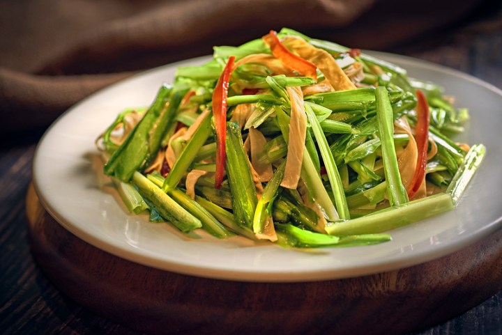 Stir Fried Dragon Chives with Yunnan Beancurd Skin 云南豆皮炒青龙菜