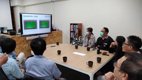 蘇傳鈞主任團隊講解AI系統工程。