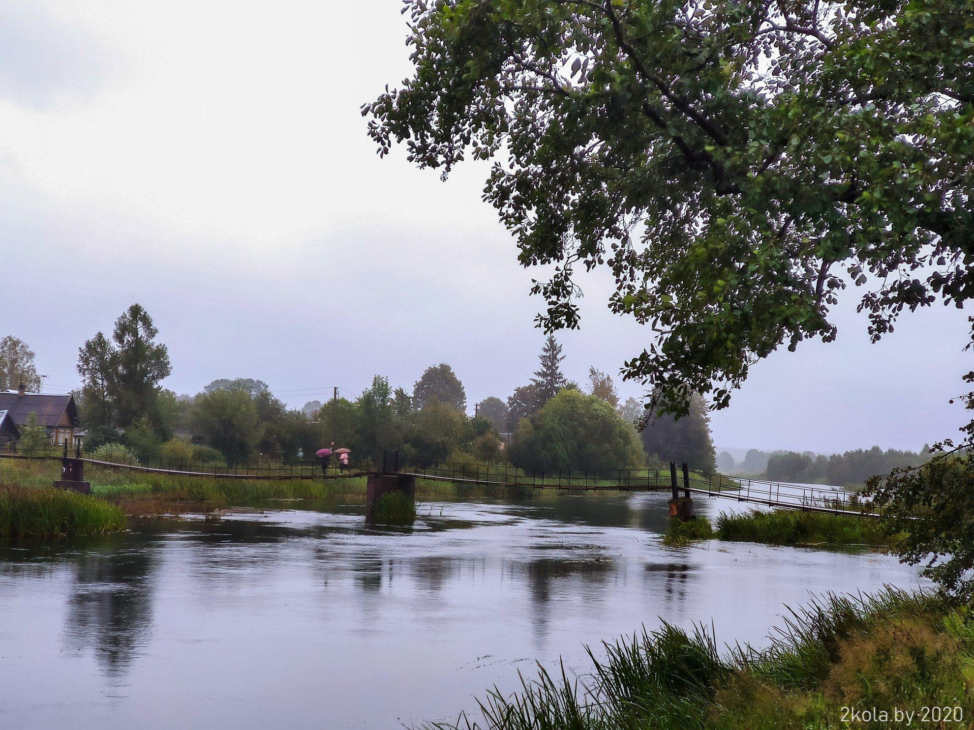 Навесной мост через реку Великая в Опочке