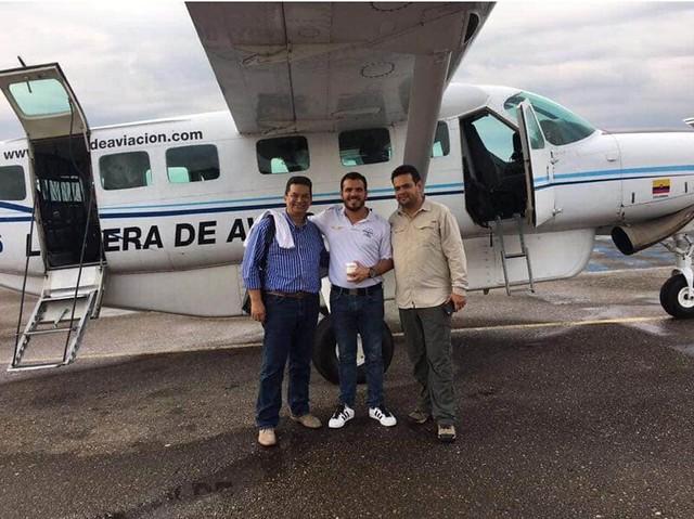 De izquierda a derecha: Jaime Londoño Flórez, contralor departamental del Guaviare; Samuel David Niño Cataño, piloto del Cartel de Sinaloa, y Hernán Gómez Niño, ex candidato por el Centro Democrático a la Gobernación del Meta.