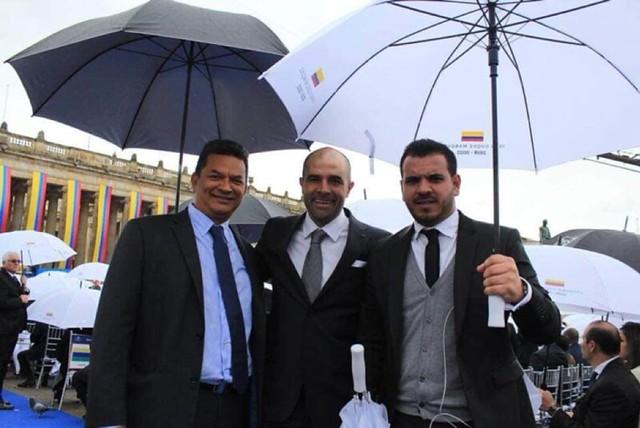 El 7 de agosto de 2018, el piloto Samuel Niño Cataño fue uno de los invitados ilustres a la posesión presidencial de Iván Duque, en la que también participó el difunto narcotraficante José 'El Ñeñe' Hernández, jefe político de la banda criminal del narcot