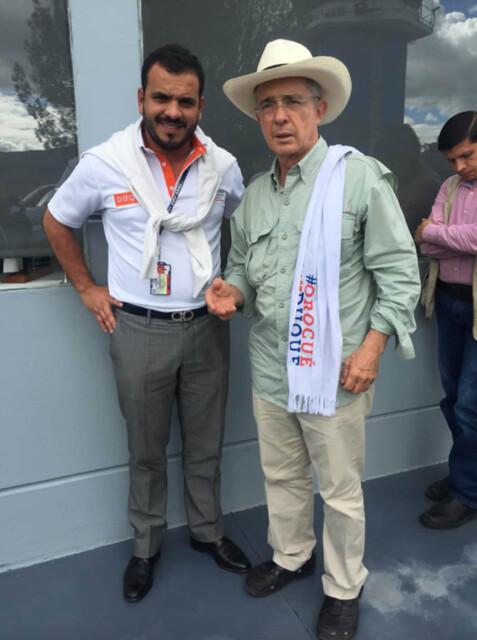 El piloto colombiano que murió en Guatemala con cocaína del Cartel de Sinaloa era activista de las campañas presidencial y al Congreso del Centro Democrático y lucía la vestimenta oficial del movimiento político.