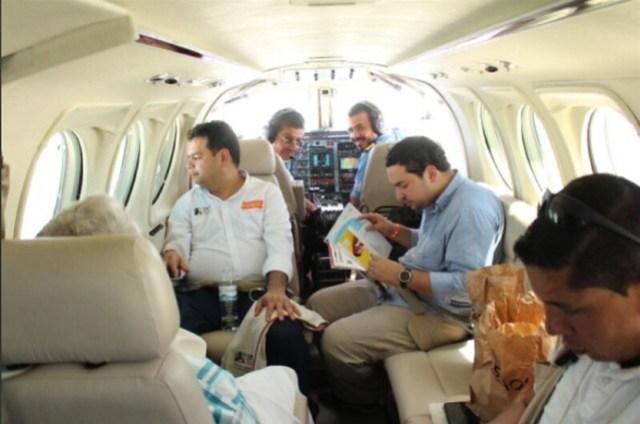 El 18 de mayo de 2018, el piloto del Cartel de Sinaloa pasó el día transportando a Álvaro Uribe Vélez en su campaña para el Senado. Los acompañó el hermano del piloto Hernán Gómez Niño, ex candidato del Centro Democrático a la Gobernación del Meta.