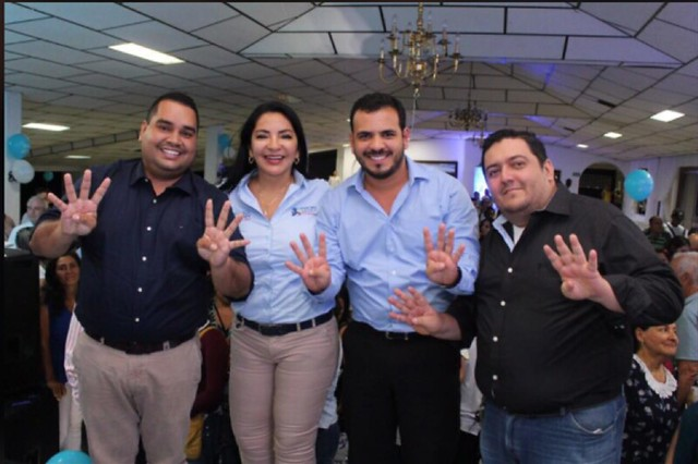 El 13 de enero de 2018, el piloto Niño Cataño estuvo con la candidata al Congreso por el Centro Democrático, Nohora Tovar, Daniel Alberto Giraldo Álvarez (izquierda) y Óscar Rodríguez Balaguera (derecha).