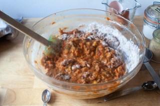agregue los ingredientes secos