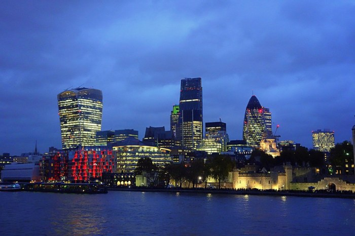 blue hour in London/EXPLORED