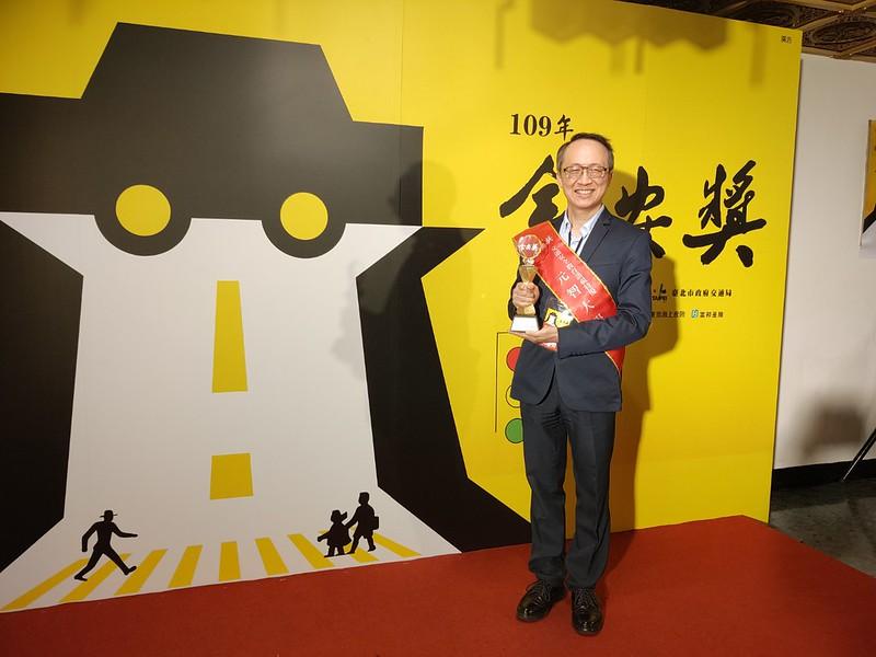 王學務長代表學校出席交通部頒獎典禮領獎