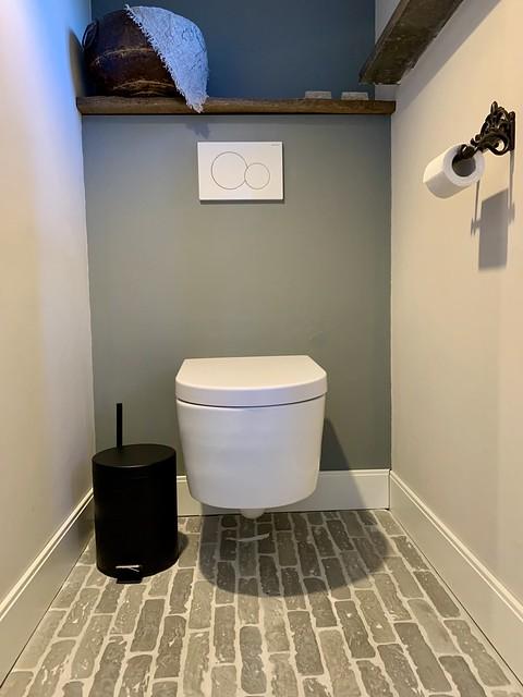 Waaltjesvloer landelijk toilet houten plank wc
