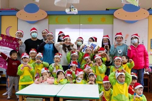 元智社團不畏寒,手作夢幻聖誕小屋送溫暖 (3)