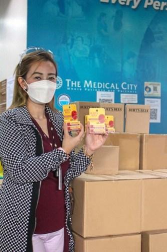 The Medical City receives Burt's Bees Lipbalms