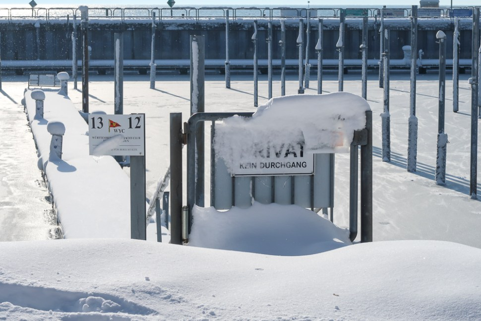 Sightseeing Walk Snow Lake Constance Friedrichshafen January 2021 Blog JoyDellaVita-37