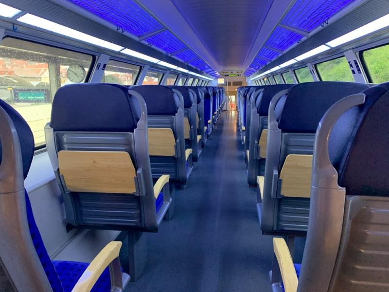 Sitzplätze in der 2. Klasse in der S-Bahn von Dresden nach Meißen
