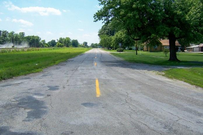 Old US 40 leading into Jewett, IL