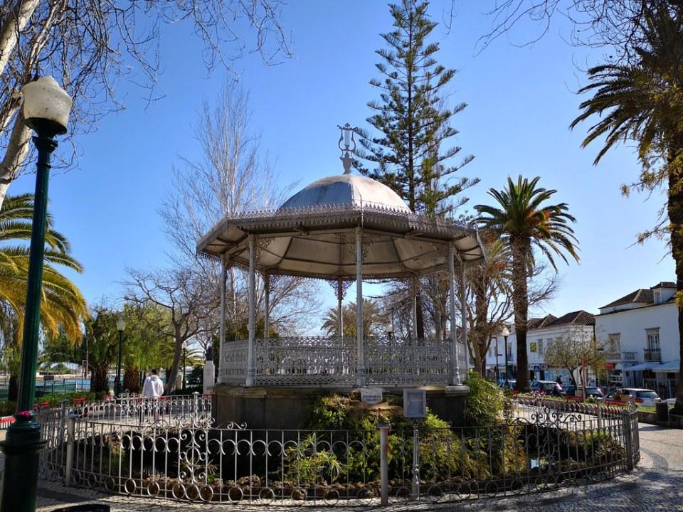 quiosco de musica en jardin do Coreto parque publico Tavira Algarve Portugal 03