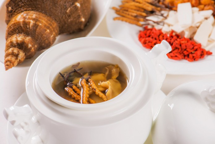 冬蟲草燉螺頭 Double-boiled Cordyceps Soup with Sea Conch and Pork Shank
