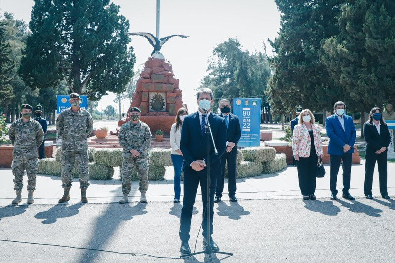 2021-03-09 PRENSA: Uñac y Rossi Visitaron el RIM 22 y reconocieron el labor del Ejercito tras el terremoto
