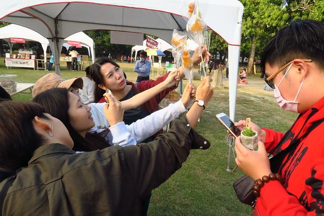 台南總爺藝文中心吹糖體驗:來一隻霸王龍、鱷魚、貓頭鷹