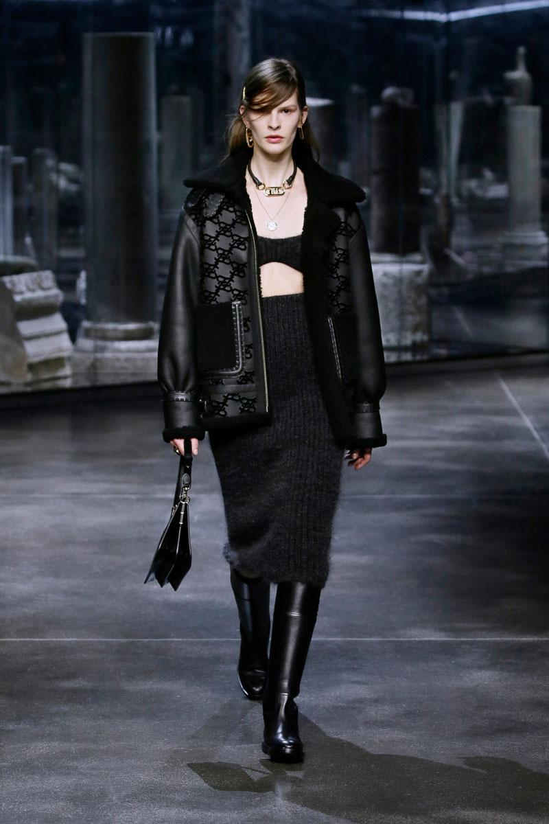 21-Fendi-Fall-2021-fashion-runway-show