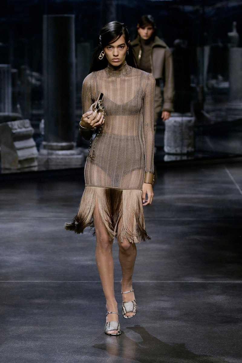 17-Fendi-Fall-2021-fashion-runway-show