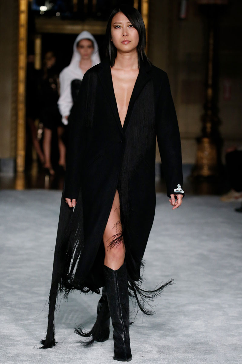 7-Christian-Siriano-Fall-2021-fashion-runway-show