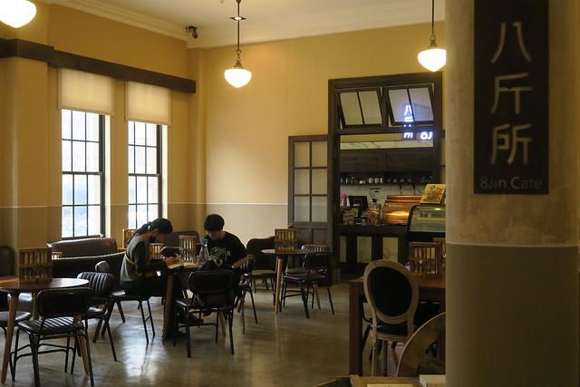 【咖啡館】台北北署「八斤所8Jin Café」:桌上小型拘留室+手銬真吸睛