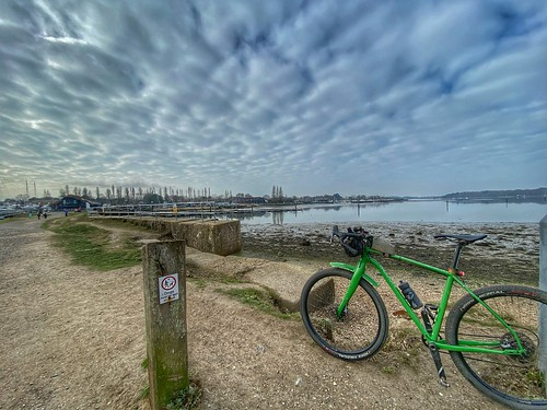 Chichester gravel loop - Approaching Chichester marina