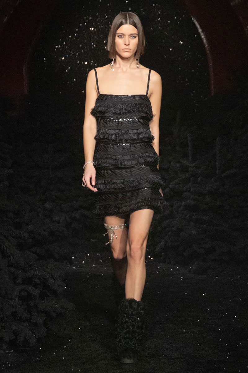15_chanel-fall-2021-paris-runway-show-collection