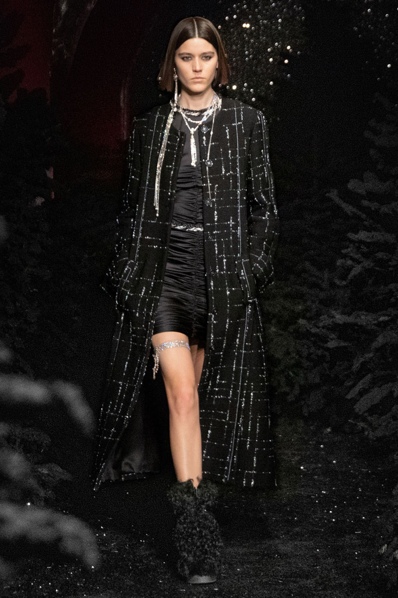 4_chanel-fall-2021-paris-runway-show-collection