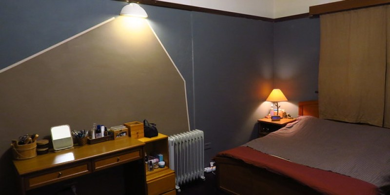房間刷漆,換了一面牆色