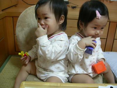 雙胞胎甜蜜狀況劇