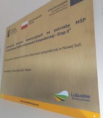 tablica pamiątkowa z mosiądzu, grwaerwowana z wypełnieniem kolorową emalią