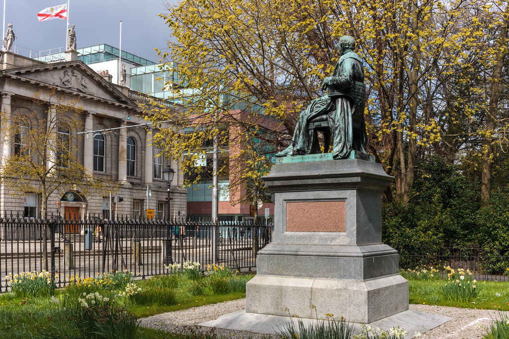 STATUE OF A SEATED LORD ARDILAUN [ST STEPHEN'S GREEN DUBLIN]-189611